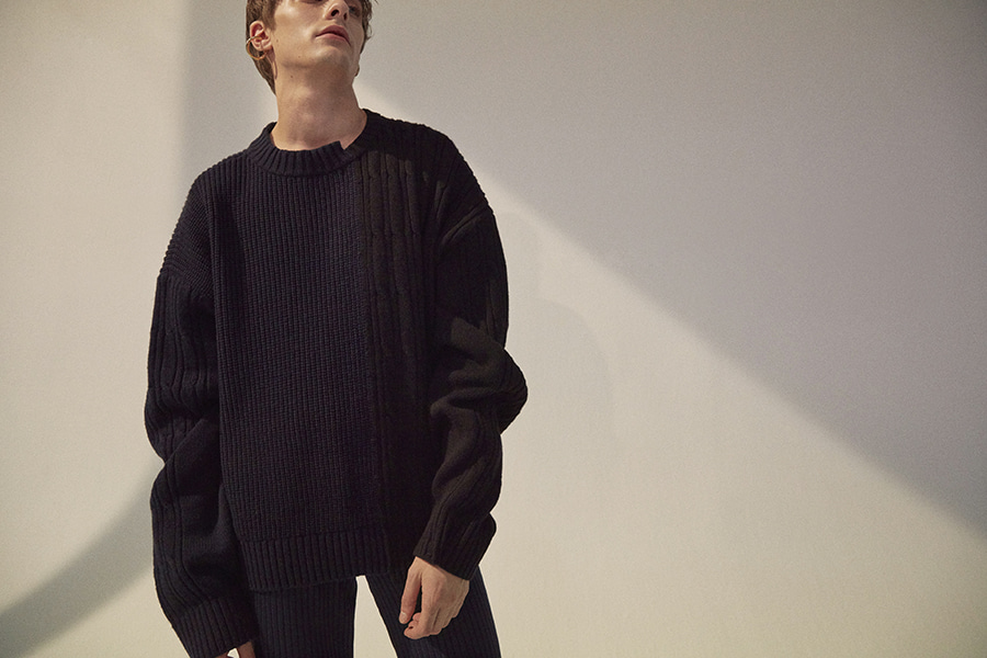오디너리피플(ORDINARY PEOPLE) color-texure mixed navy&black sweater